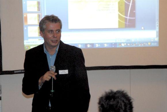 Oliver Pische with presentation